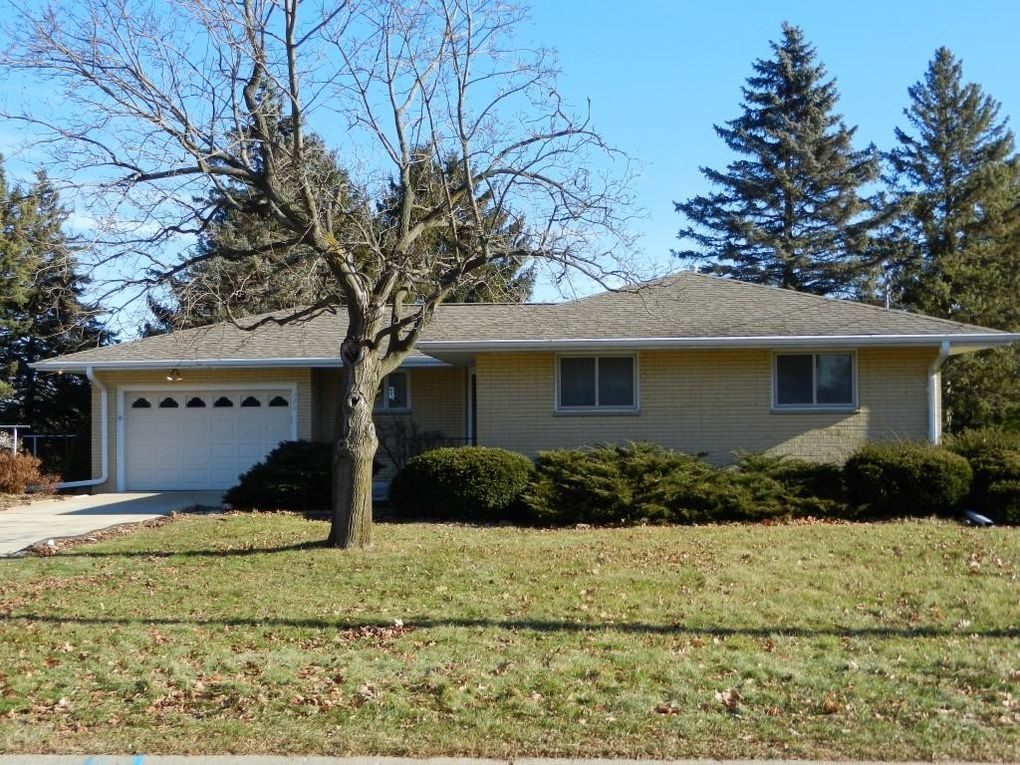 Astounding 105 Oak Hill Ct Watertown Wi 53094 Beutiful Home Inspiration Ommitmahrainfo