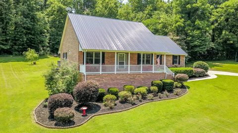 Photo of 135 H And H Rd, Tellico Plains, TN 37385