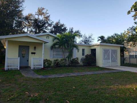 Photo of 312 Foresteria Dr, Lake Park, FL 33403