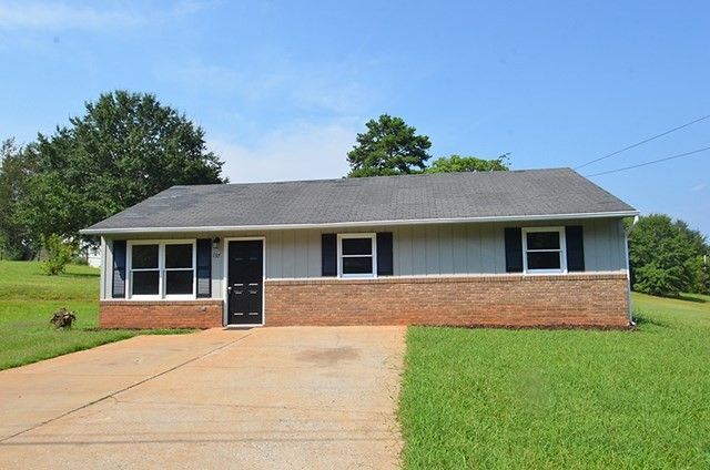 137 Gail Dr, Forest City, NC 28043