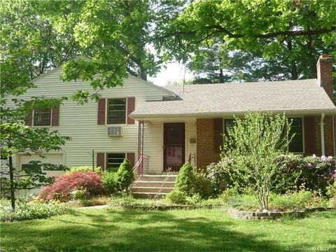 16 Grenhart St, West Hartford, CT 06117