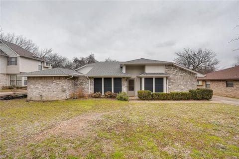 Photo of 5407 Oak Brook Rd, Arlington, TX 76016