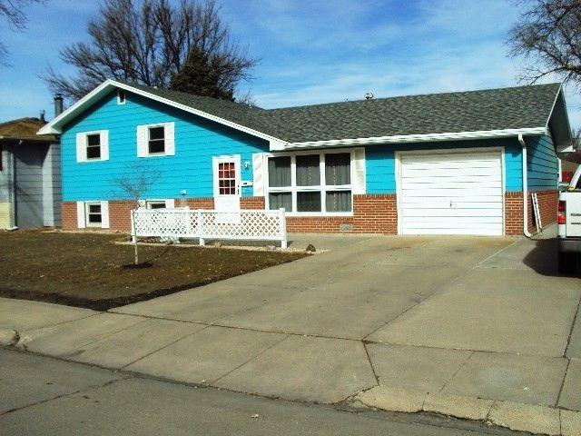 1913 W Philip Ave, North Platte, NE 69101