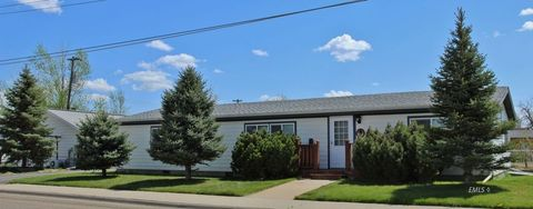 320 N Sewell Ave, Miles City, MT 59301