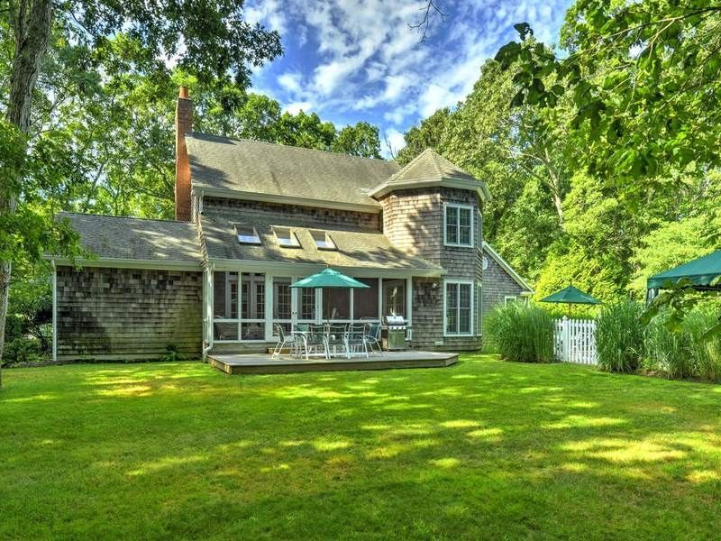 6 holly pl east hampton ny 11937 home for rent