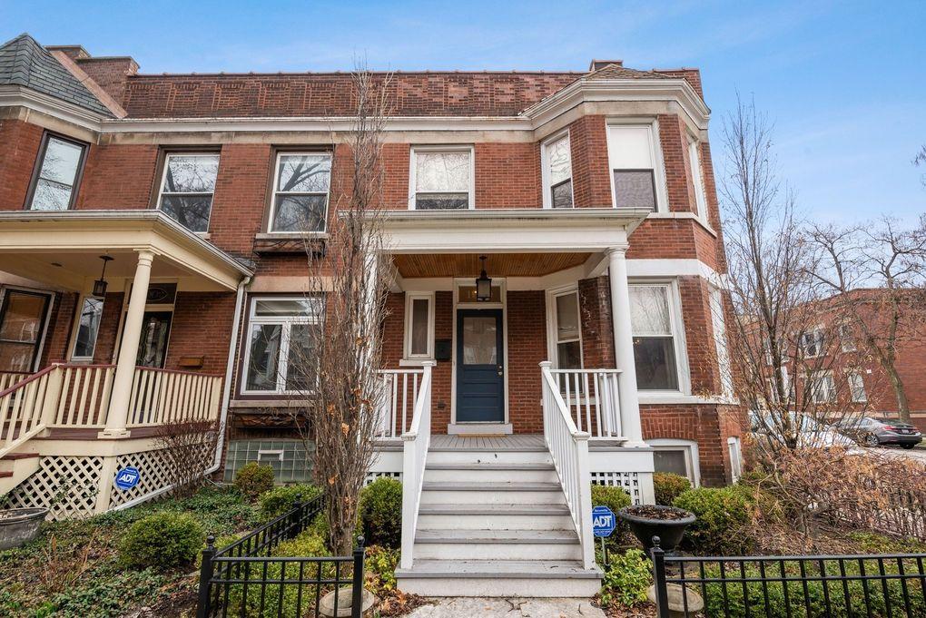 1900 W Newport Ave, Chicago, IL 60657