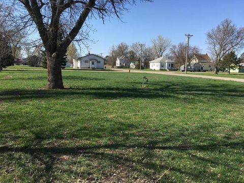 Photo of 110 Nw 1st St, Warner, SD 57479