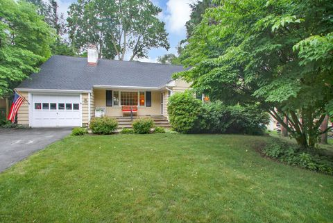 21 Harding Rd, Old Greenwich, CT 06870