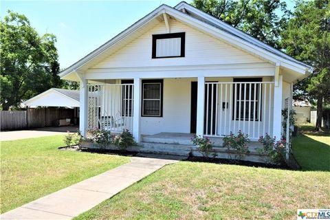 Photo of 912 Baumgarten St, Schulenburg, TX 78956