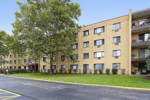 6660 S Brainard Ave Apt 208, Countryside, IL 60525