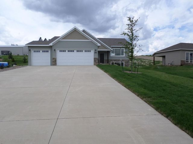 501 long dr watford city nd 58854 home for sale real for Q kitchen watford city