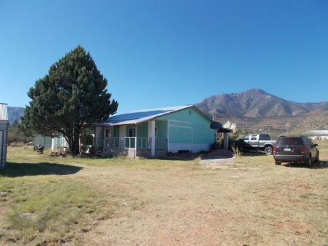 7931 S Fairview Pl, Hereford, AZ 85615