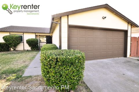 Photo of 7553 Mountain Oak Way, North Highlands, CA 95660