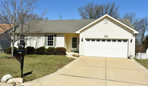 Photo of 1813 Crosshaven Dr, High Ridge, MO 63049