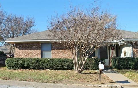 Photo of 1104 Curtis Dr Apt A, Weatherford, TX 76086