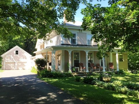 31 Maple St Unit 2, Sterling, MA 01564