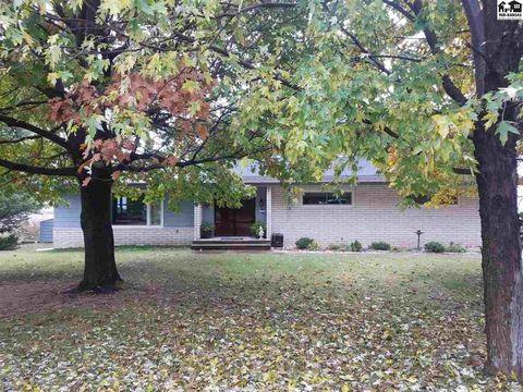 10126 Country Club Rd, Pratt, KS 67124