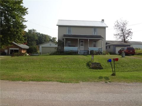 10686 Common St, East Rochester, OH 44625