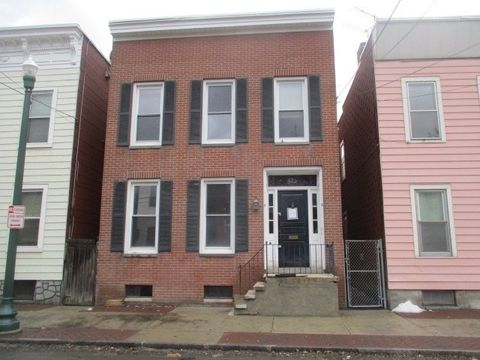 425 First St, Troy, NY 12180