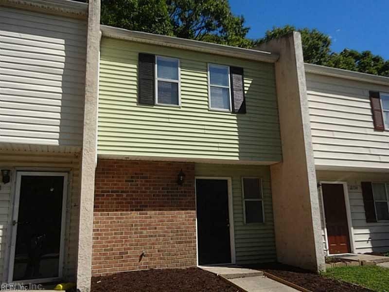 12736 Woodside Ln, Newport News, VA 23602