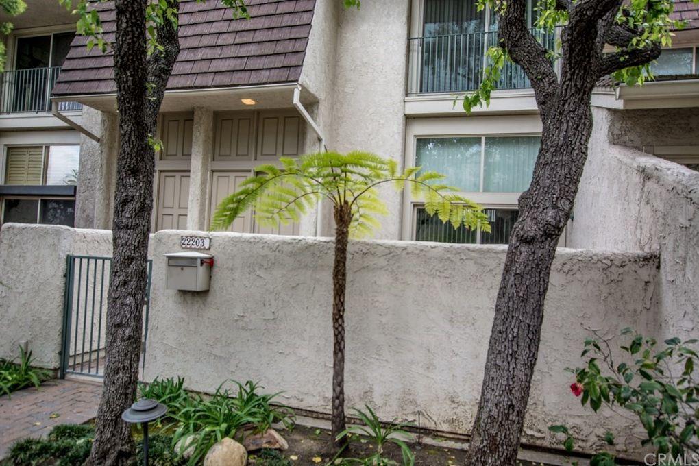 22203 Erwin St, Woodland Hills, CA 91367
