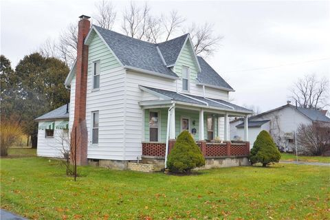 Photo of 394 W Main St, Mechanicsburg, OH 43044