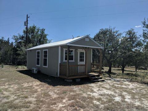 105 Mesa Verde, Center Point, TX 78010
