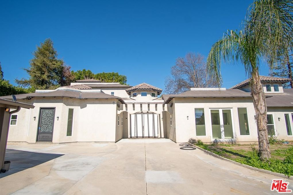 8620 Blauvelt Pl, Northridge, CA 91325