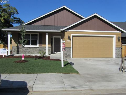 927 S 58th St, Springfield, OR 97478
