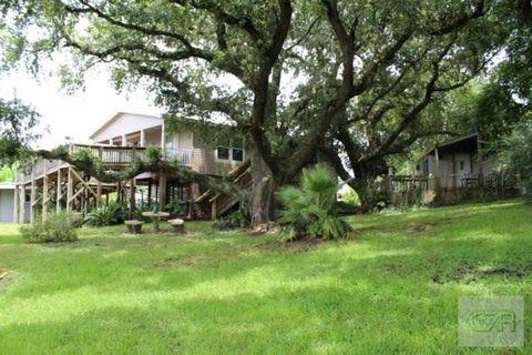 1461 Weeks Ave, High Island, TX 77623