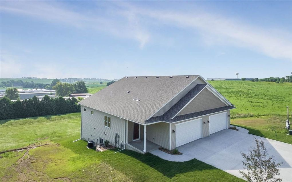 405/407 S 2nd St, West Branch, IA 52358