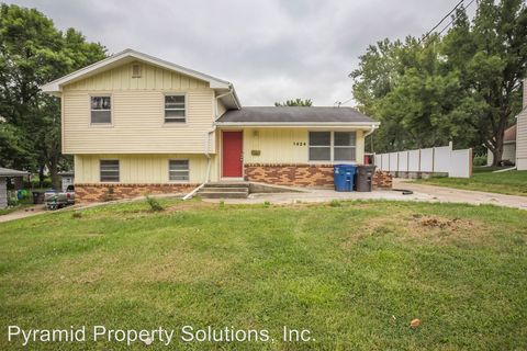 Photo of 1424 Porter Ave, Des Moines, IA 50315