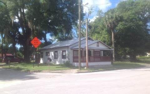 402 Jenkins Ave Nw, Branford, FL 32008