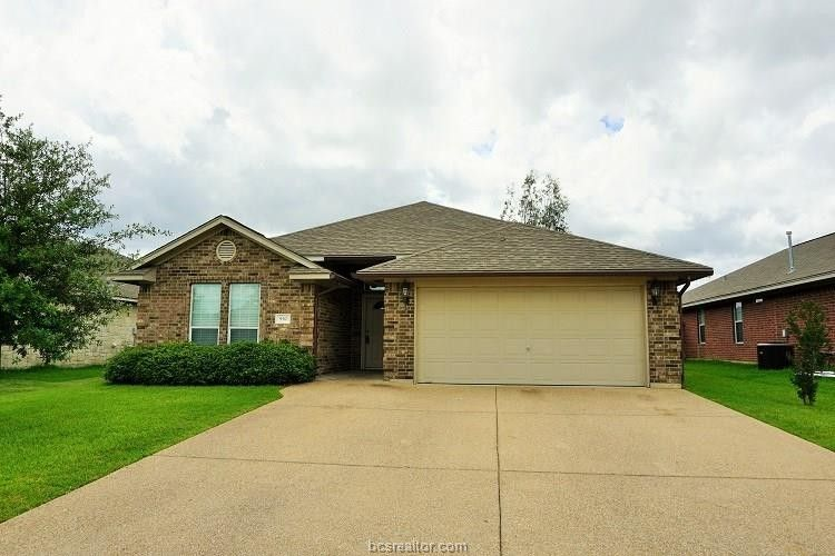 930 Whitewing Ln, College Station, TX 77845