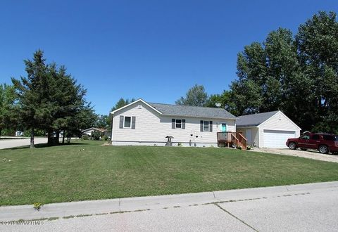Photo of 713 E 11th St, Thief River Falls, MN 56701