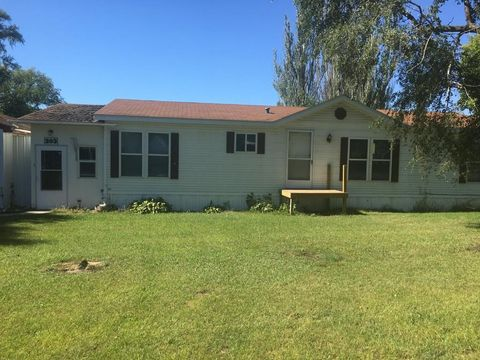 203 N 10th Ave, Woonsocket, SD 57385