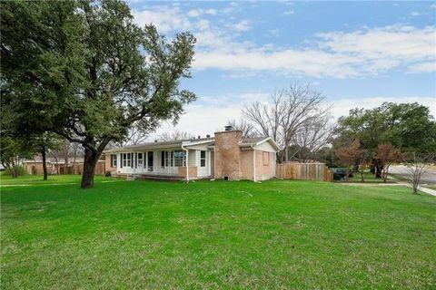 3137 Meadow Oaks Dr, Haltom City, TX 76117
