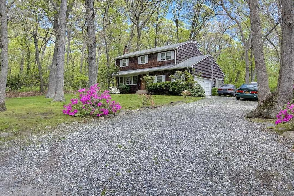 1 Penrose Path, East Northport, NY 11731