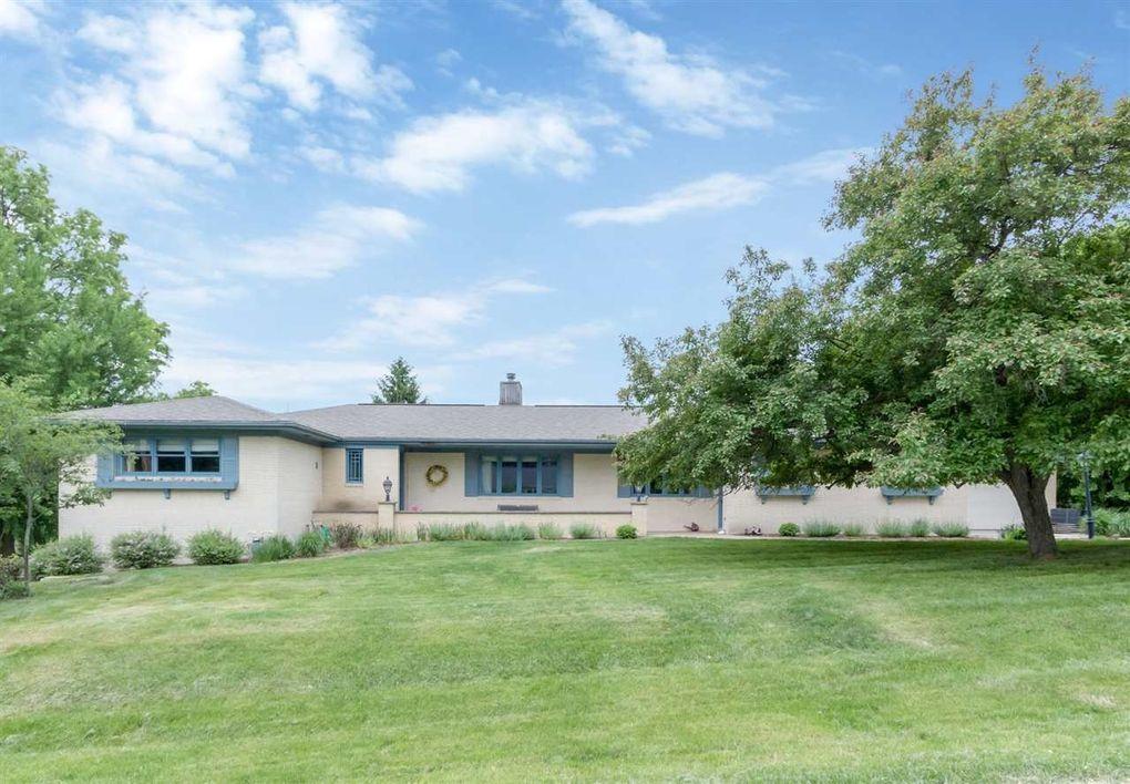 5 Lakeview Dr NE Iowa City, IA 52240