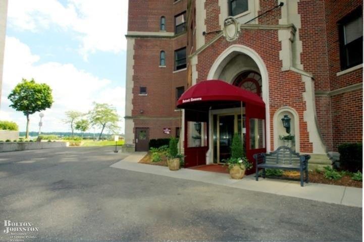 8162 E Jefferson Ave Unit 1A Detroit, MI 48214