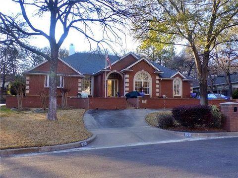 Photo of 820 Sylvan Dr, Fort Worth, TX 76120