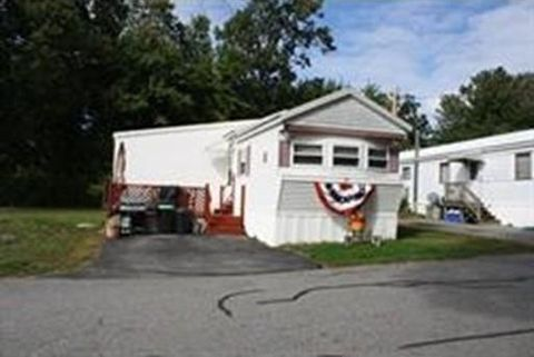 49 Mobile Ave, Chelmsford, MA 01824