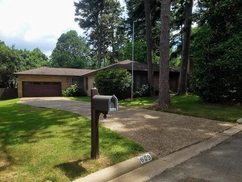 609 Dalewood Ct, Russellville, AR 72801