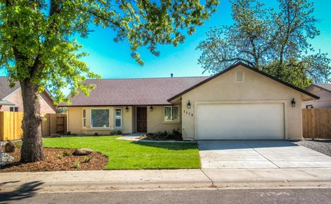 Photo of 16953 Cape Cod Dr, Redding, CA 96003