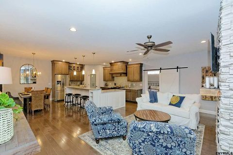 32 Stacey Way, Troy, NY 12180