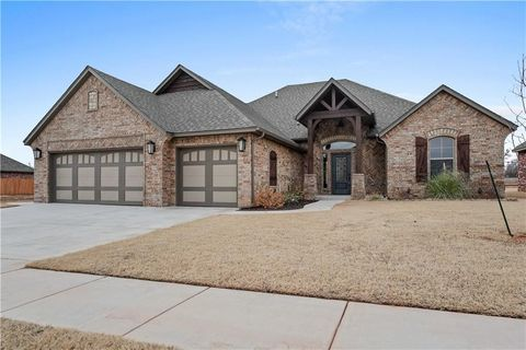 Photo of 4521 Hidalgo Dr, Mustang, OK 73064
