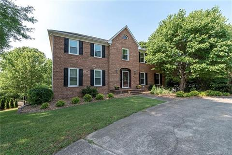6901 August Dr, Clemmons, NC 27012