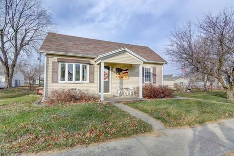 403 N Clinton St, Middletown, IL 62666