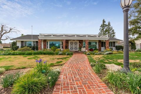 Photo of 2557 Almond Ave, Sanger, CA 93657