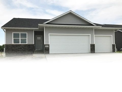 Photo of 1205 1st St Se, Waverly, IA 50677